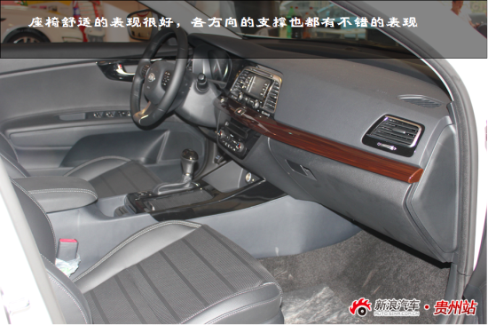 k4的后排座椅同样具备不错的舒适度,三个头枕和中央扶手的配置增强